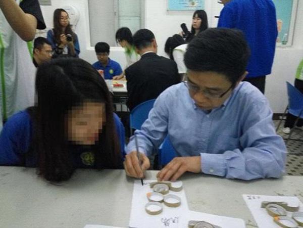 使用废旧纸筒制作手工艺品-越秀区举行广州市 志愿在康园 关爱残障
